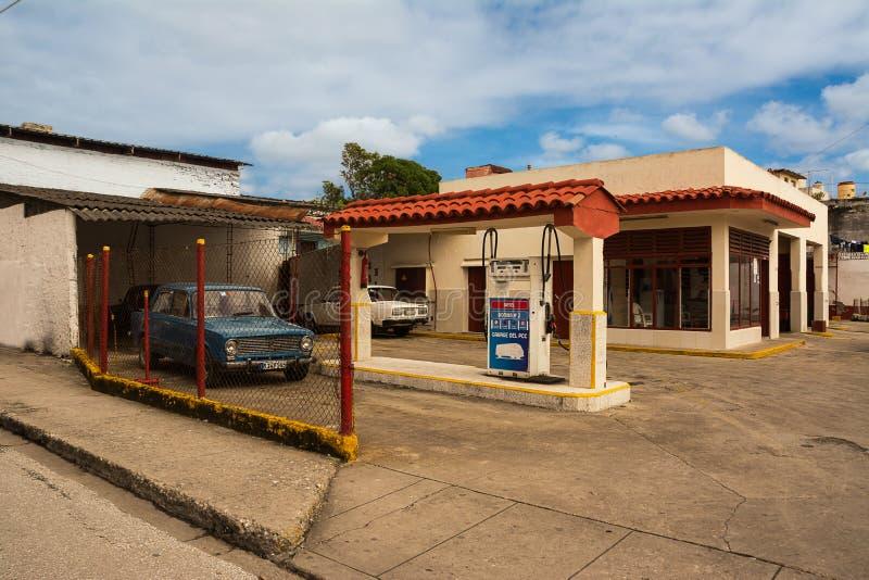 Benzinestation in het centrum van Santa Clara stock foto's