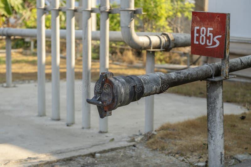 Benzinstation des Brennstoffs E85 und Empfangen des Brennstoffs E85 lizenzfreie stockbilder