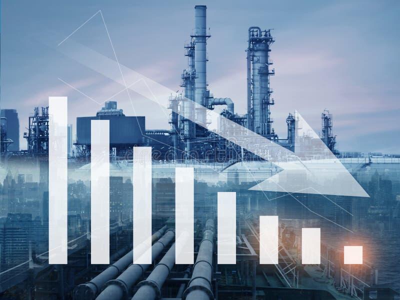 Benzyna, olej, ponaftowy spadek cen, puszek i ubywanie z, illustartion rafineria ropy naftowej i wykresem obrazy royalty free
