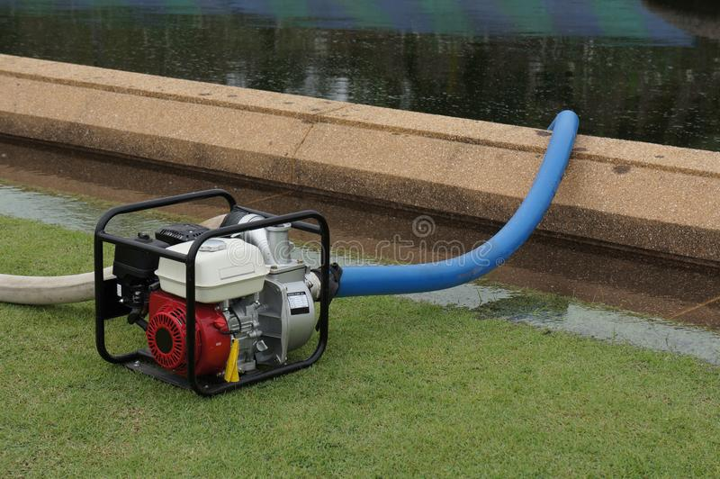 Benzyna silnika pompa wodna dla pompować wodę w parku fotografia royalty free