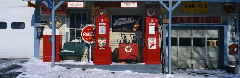 Benzynowa rocznik stacja zdjęcie royalty free