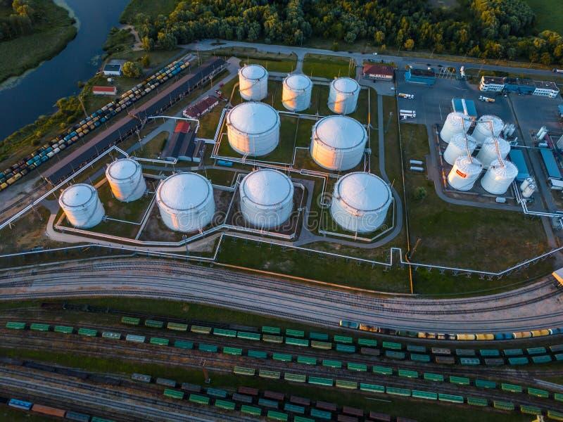 Benzynowego magazynu terminal w porcie morskim Morze Bałtyckie, Daugava rzeka zdjęcia stock