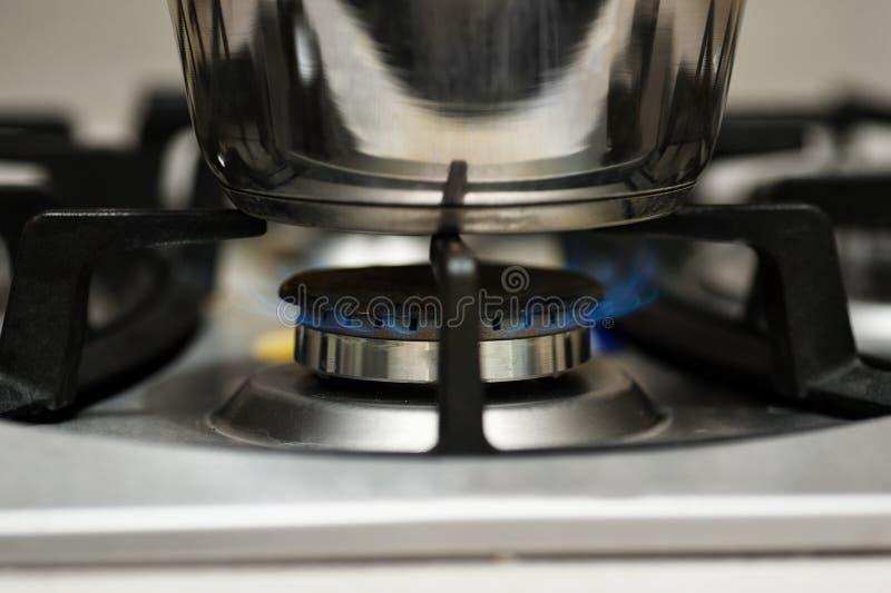 Benzynowy palenie od kuchennej kuchenki zdjęcia stock
