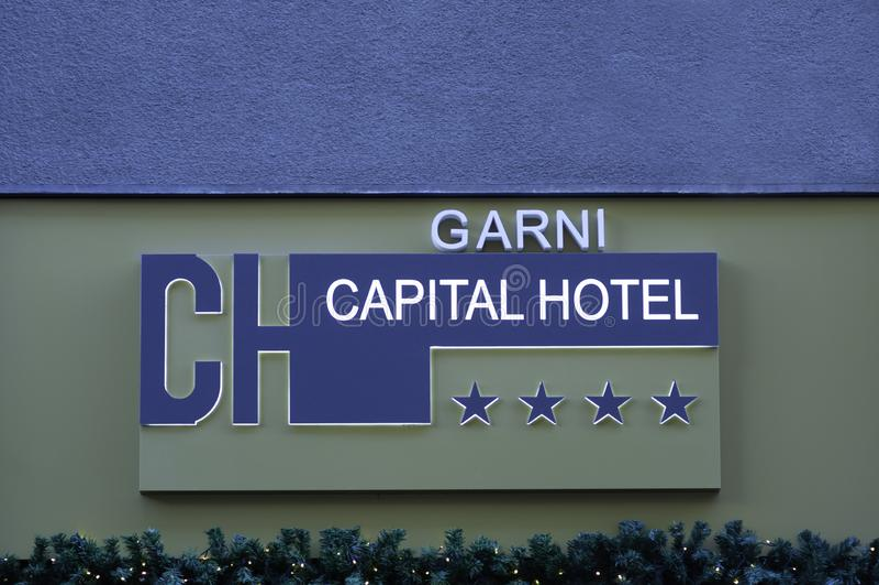 Beograd, Servië, 15 december 2019 - Hotel Capital-teken stock fotografie