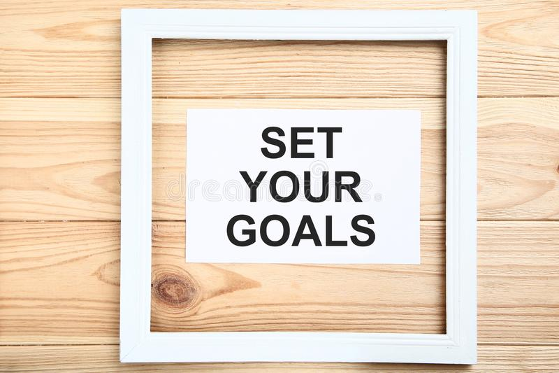 Bepaal uw doelstellingen op blad van document royalty-vrije stock foto