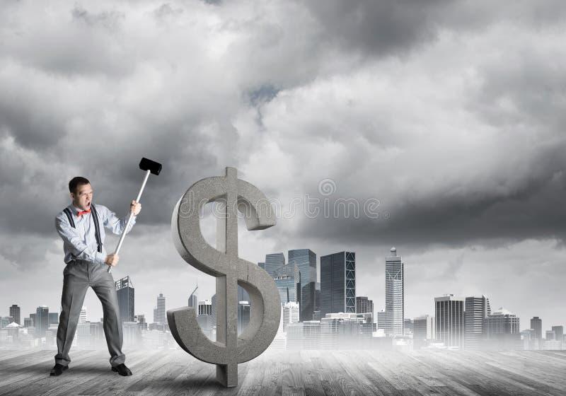 Bepaalde bankiersmens tegen modern cityscape brekend dollar concreet cijfer stock afbeeldingen