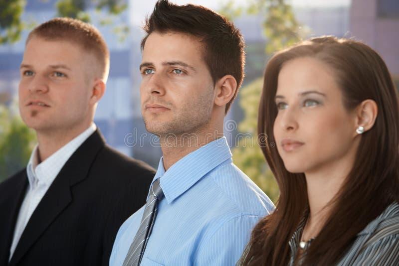 Bepaalde en jonge businesspeople royalty-vrije stock afbeeldingen