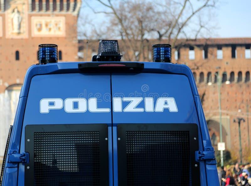 Bepansrad lastbil av den italienska polisen med skriftlig POLIZIA som mig royaltyfria foton