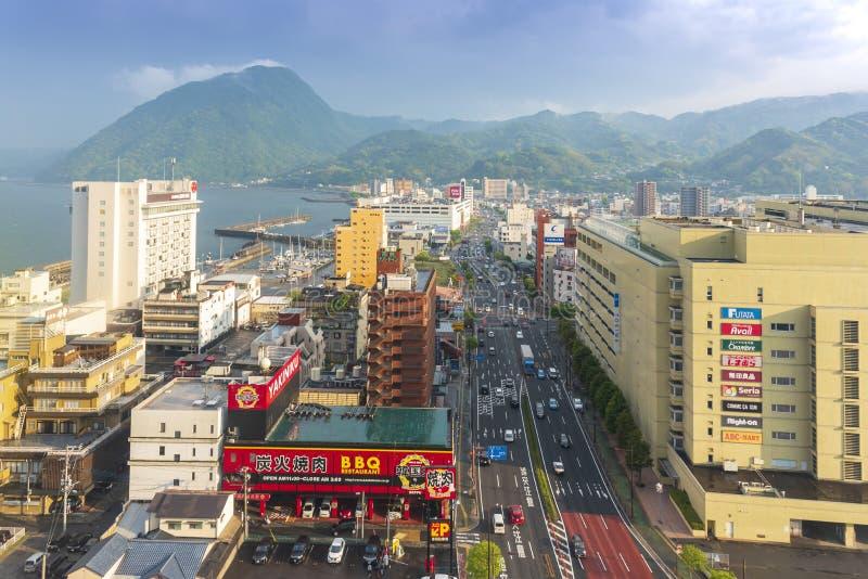 Beppu, Japon - 6 mai 2019 : Vue de paysage urbain de ville de Beppu et de baie de Beppu de tour de Beppu, Oita, Kyushu, Japon image stock