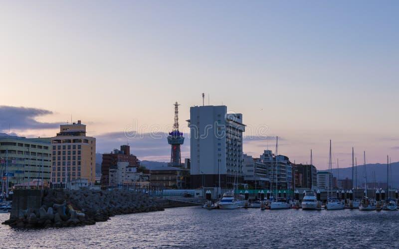 Beppu miasta i schronienia linia horyzontu w wieczór Beppu, Oita prefektura, Japonia, Azja obrazy royalty free