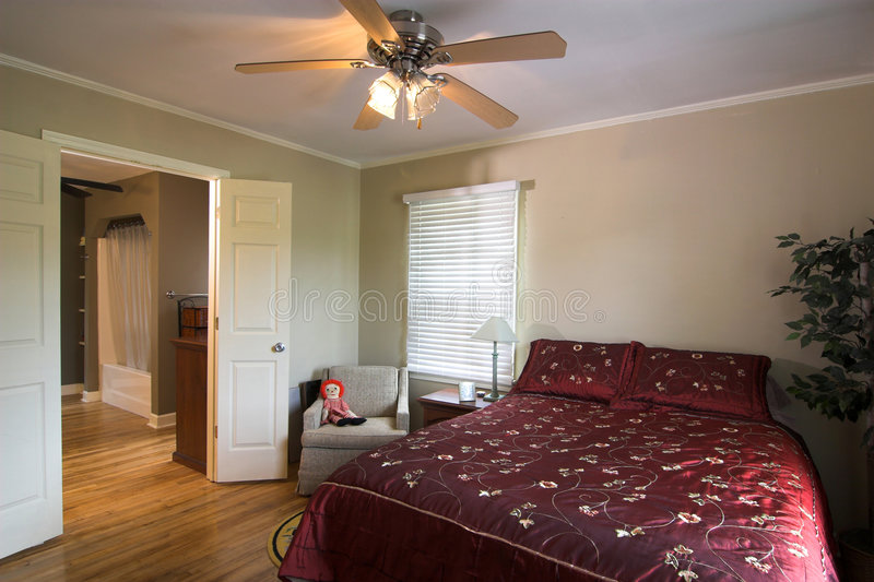 Bequeme Schlafzimmersuite stockfoto