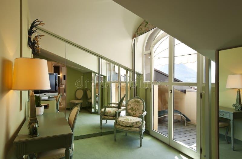 Bequeme Suite, Dachbodenraum stockbilder