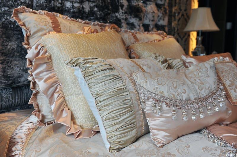Bequemes Bett lizenzfreies stockbild