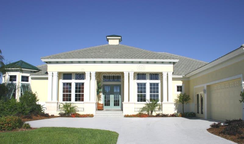 Bequemes Haus lizenzfreies stockbild