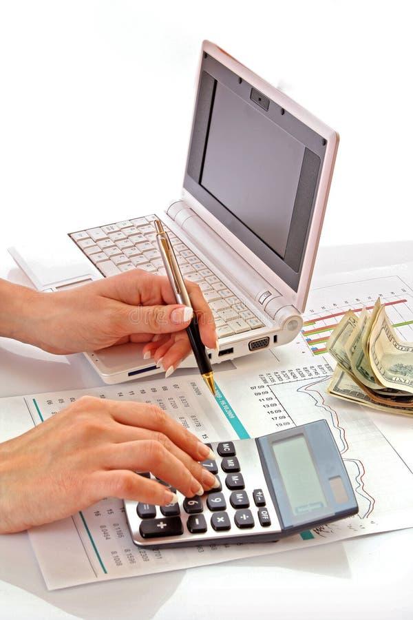beräkna pengar arkivbild
