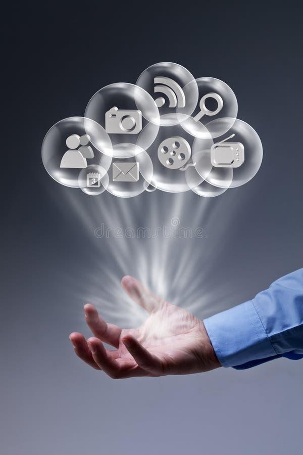 Beräknande applikationer för moln på dina fingerspetsar royaltyfri bild