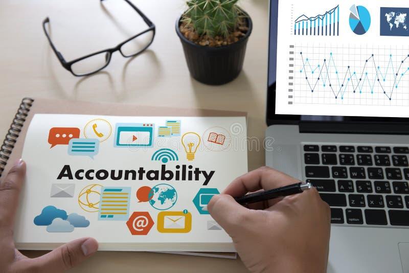 Beräknar global finans för ansvarighetsparkontopengar t arkivfoton