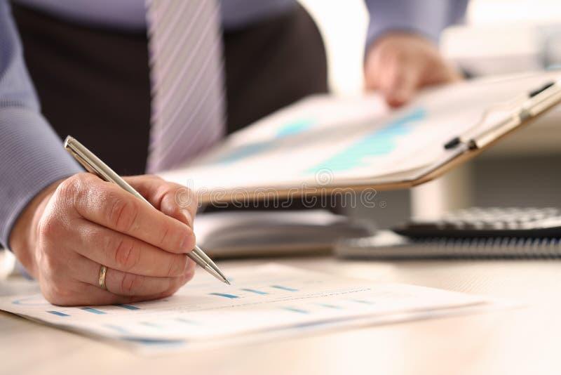 Beräkning för summarisk budget för affärsföretag årlig arkivfoton