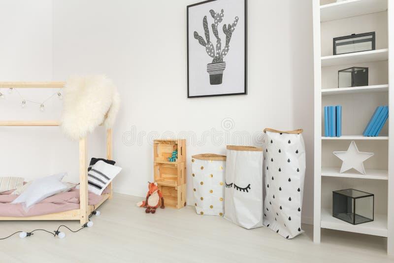 Berçário do bebê com acessórios minimalistic fotografia de stock