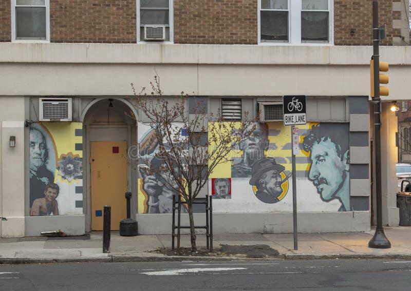 Berömd öppenhjärtig` för ` av David McShane, på yttersida av Dirty öppenhjärtigar, Philadelphia royaltyfri bild