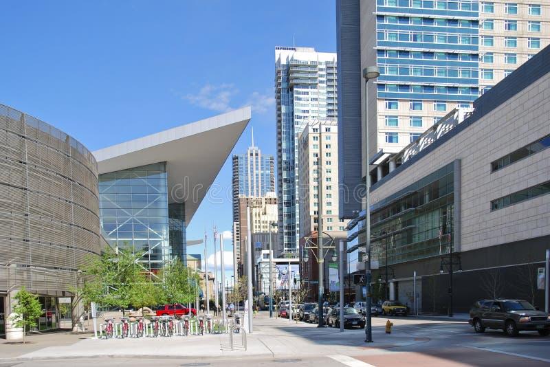 Berömd blåttbjörnskulptur utvändiga Denver Convention Center, USA arkivfoto