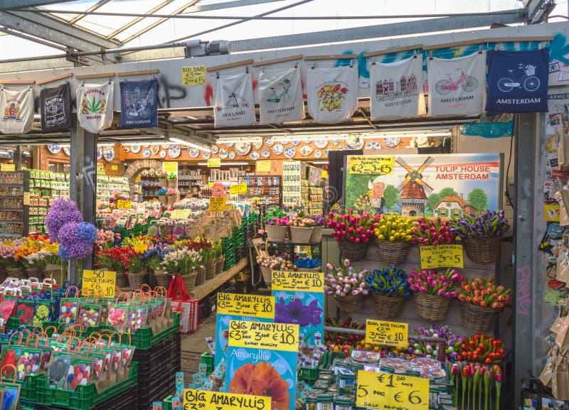 Berömd blommamarknad i Amsterdam royaltyfri bild