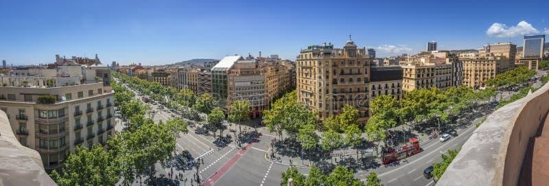 Berömd gata av Passeig de Gracia i Barcelona, Spanien arkivfoto