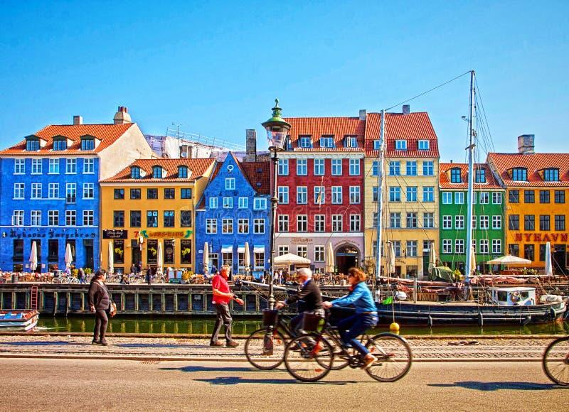 Berömd gränsmärke för Köpenhamn, Nyhavn och underhållningområde royaltyfri bild