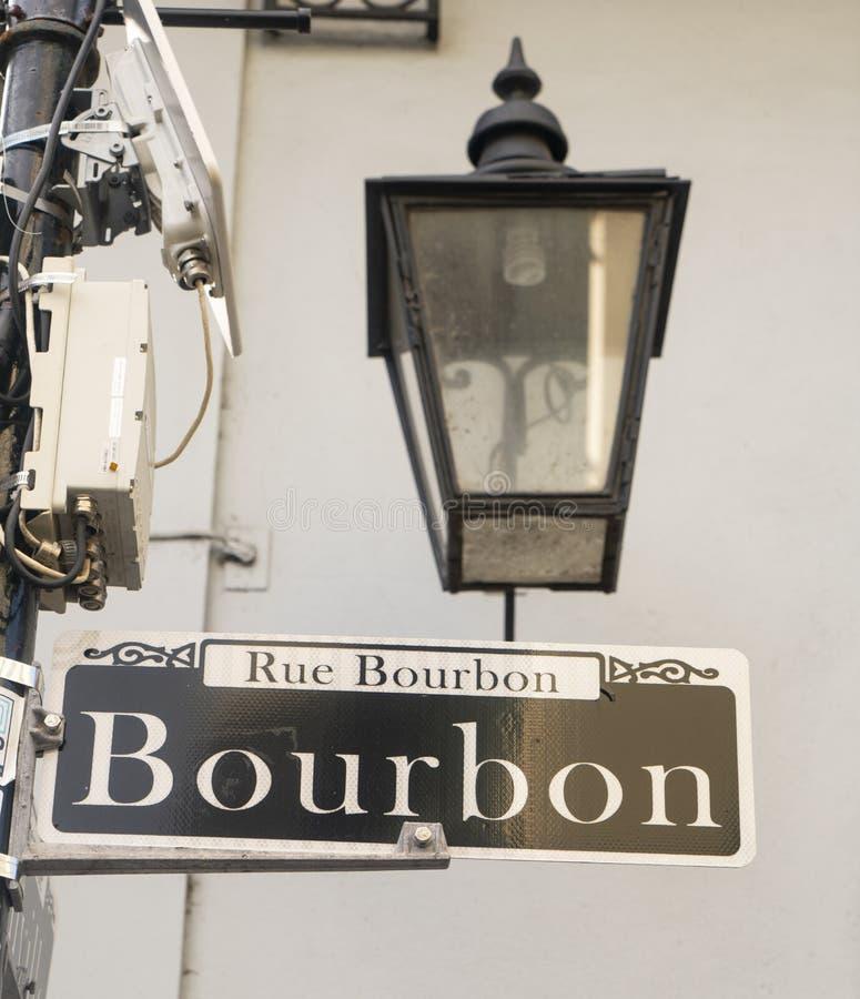 Berömd i stadens centrum fransk fjärdedel Louisiana för bourbongata royaltyfri fotografi