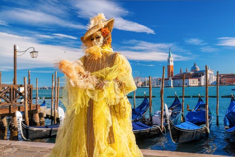 Berömd karneval med härliga maskeringar i Venedig, Italien royaltyfria foton