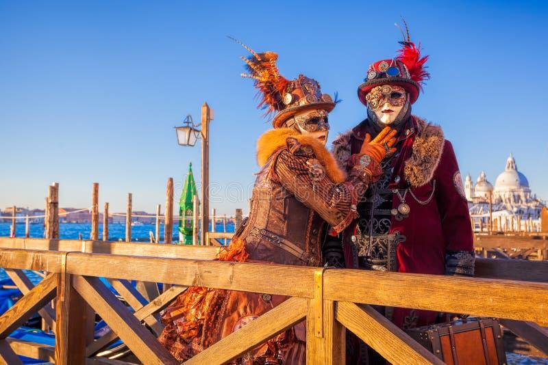 Berömd karneval med härliga maskeringar i Venedig, Italien arkivfoton