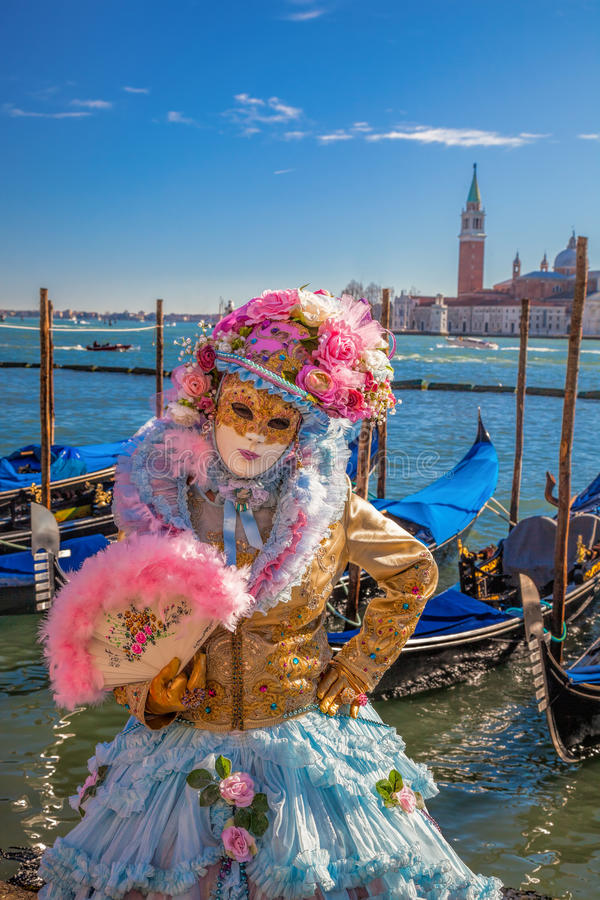 Berömd karneval med härliga maskeringar i Venedig, Italien arkivbild