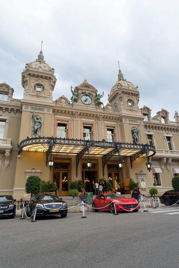 Berömd kasino i Monte - carlo royaltyfria foton