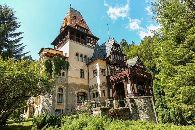 Berömd kunglig Peles slott, Sinaia, Rumänien arkivfoton
