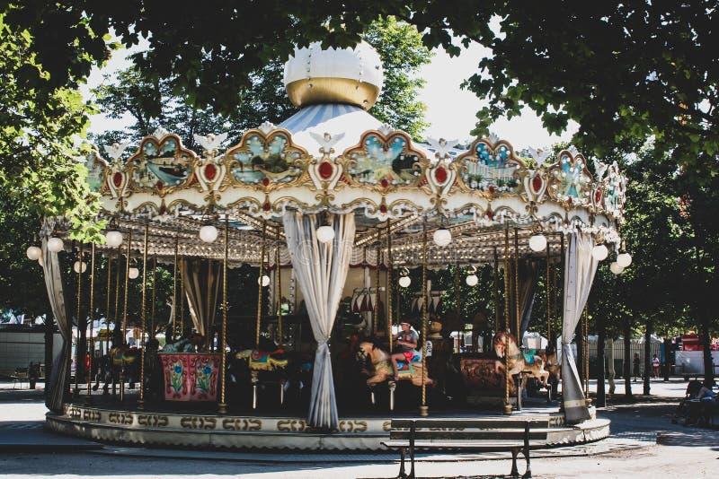 Berömd paris karusell royaltyfri fotografi