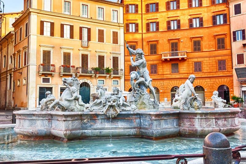 Berömd piazza Navona med springbrunnen av Neptun, Rome, Italien arkivfoton