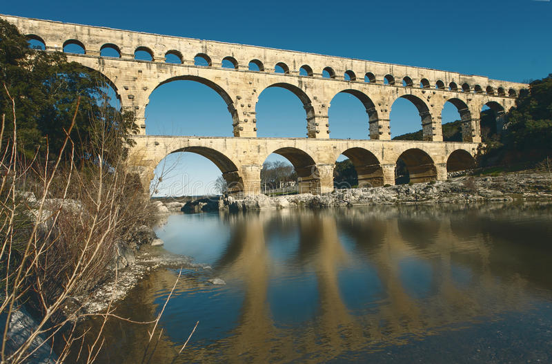 Berömd roman bro arkivfoton