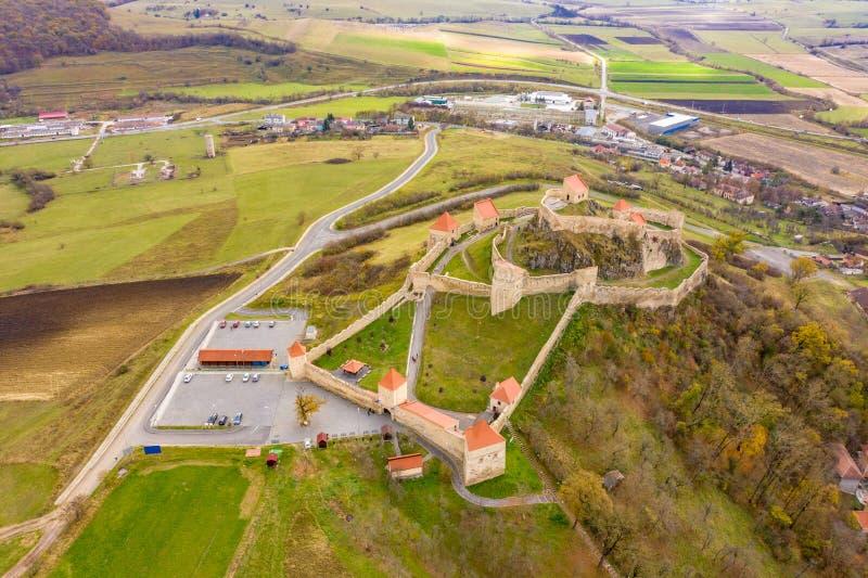 Berömd saxisk medeltida fästning Rupea i Transylvania, mellan Br arkivfoto