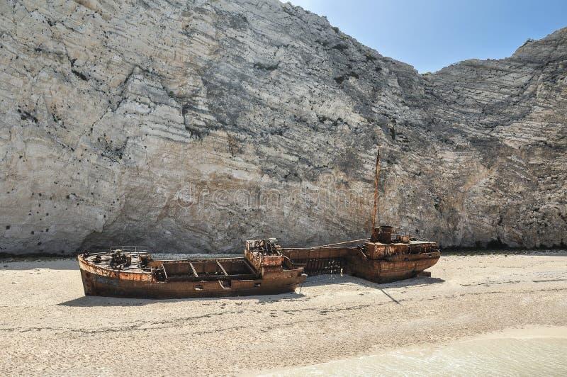 Berömd skeppsbrott på den Navagio stranden arkivfoton