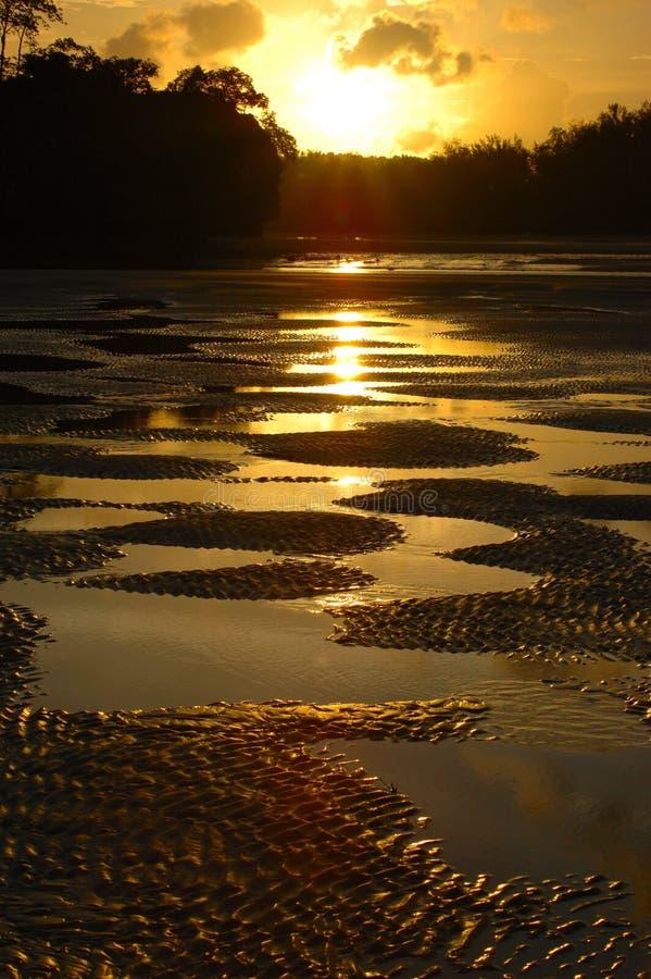 berömd solnedgång för strand royaltyfria bilder