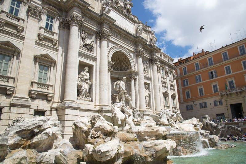 berömd springbrunnitaly rome trevi arkivfoton