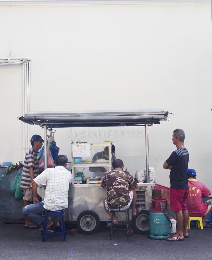Berömd stall för fishballnudelvägren, Georgetown, Penang, Malaysia royaltyfria foton