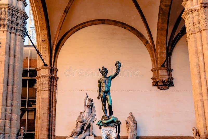 berömd staty av Perseus det hållande huvudet av medusaen, loggia de arkivbilder