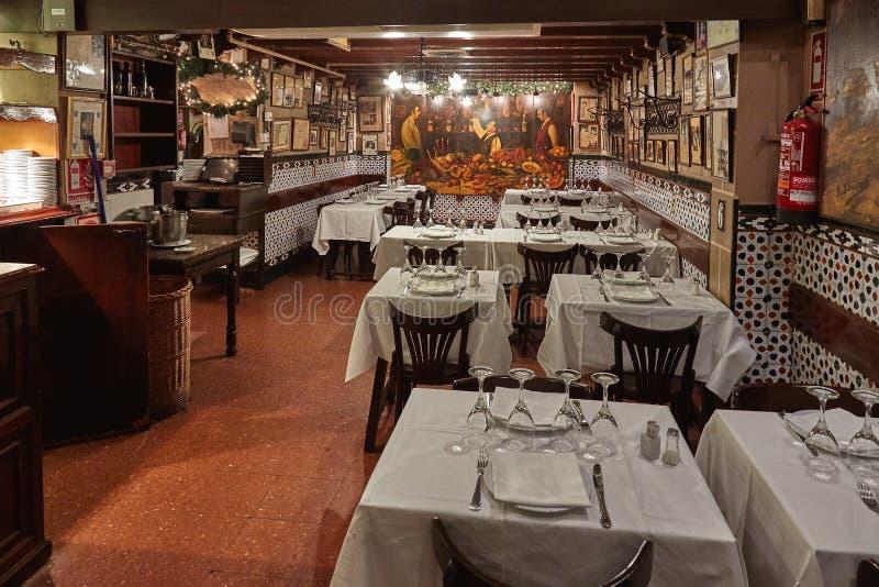 Berömd traditionell gammal spansk restaurang i Barcelona av Spanien, hans namn Caracol snigeln 12 09 Spanien 2018 royaltyfri foto