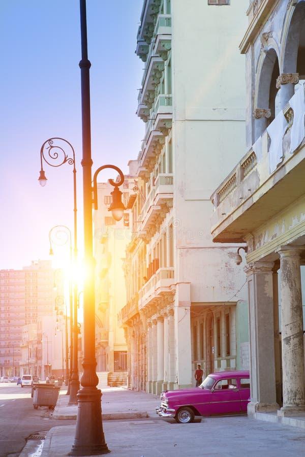 Berömd turist- gata Malecon i havannacigarren, Kuba arkivfoton
