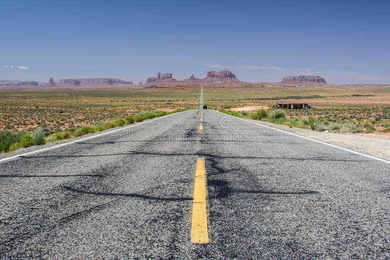 Berömd väg i monumentdalen, Utah, USA royaltyfri foto