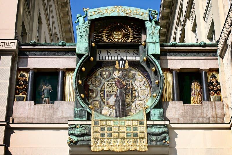 Berömd Wien klocka - ankeruhr royaltyfri bild