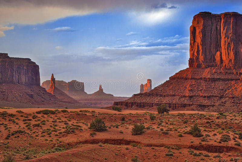 Berömda Buttes av monumentdalen i den Utah staten, Förenta staterna arkivfoton