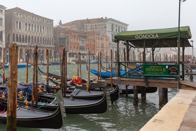 Berömda gondoler på Grand Canal arkivfoton