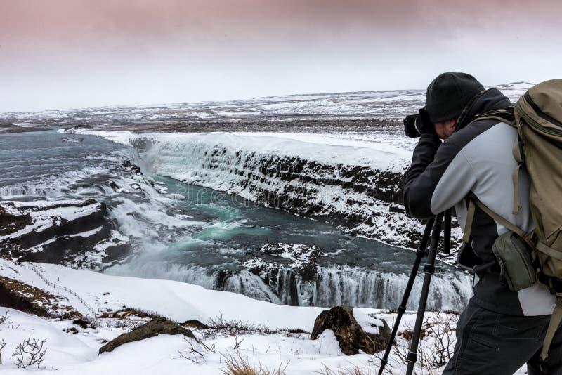 Berömda Gullfoss är en av de mest härliga vattenfallen på Iet royaltyfri bild